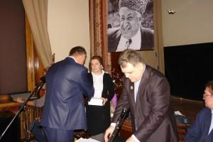 Президентские часы - Ахмеду Абдуразакову вручает заместитель Постоянного представителя РД при Президенте РФ