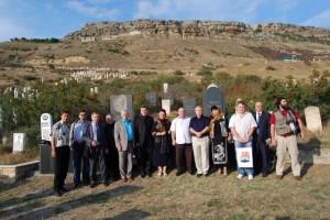 Писательская делегация у могилы Великого Расула